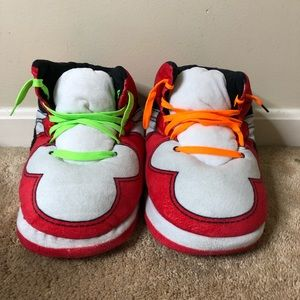 """""""HYPE"""" Off-white slippers"""